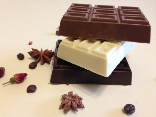 Плитка из разных видов шоколада, почти в 2 раза толще обычной плитки, 100 гр.