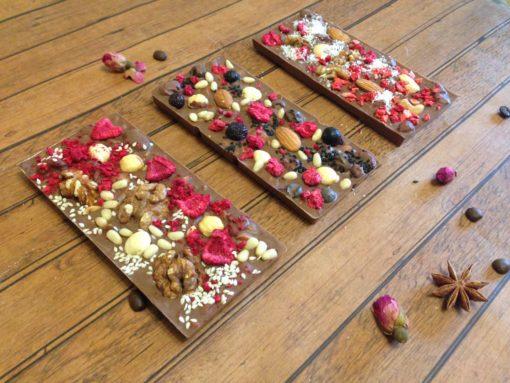 Плитки из молочного шоколада с орехами и ягодами, 100 гр.