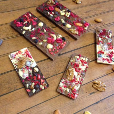 Плитки из разных видов шоколада с орехами и ягодами, 100 гр.