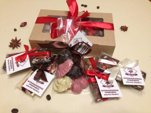 Отличным подарком для Ваших родных, близких, друзей и знакомых будет набор натурального шоколада ручной работы в красивой упаковке. Можно собрать любую коробку шоколада с любыми плитками, любыми фигурками, любого веса.