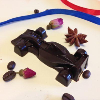 шоколадная фигурка гоночный автомобиль