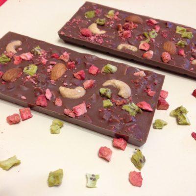 Плитки из молочного шоколада с киви и клубникой , 100 гр.