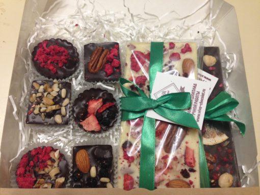 подарочный набор из плиток и шоколадных фигурок, 320 гр.