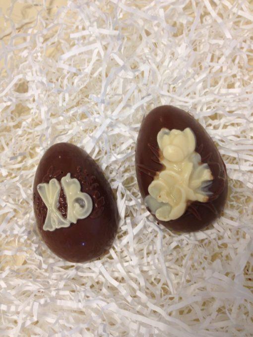 Половинка яйца с символом Пасхи